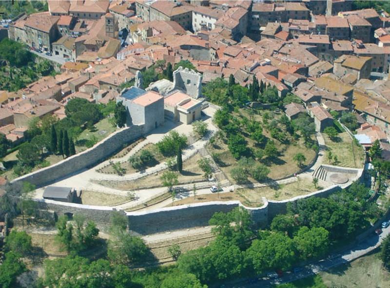 borgo medioevale toscana
